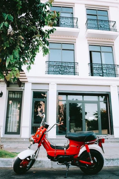 Immagine gratuita di architettura, ciclomotore, edificio, esterno