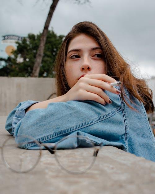 Fotos de stock gratuitas de actitud, al aire libre, bonita, bonito