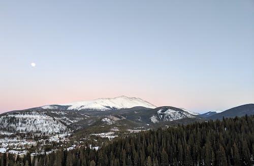 Fotobanka sbezplatnými fotkami na tému chladný, denné svetlo, horské vrcholy, hory