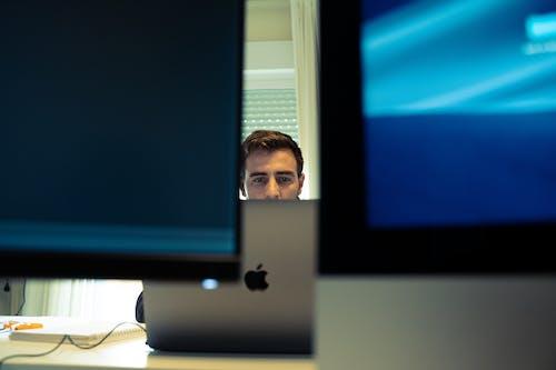 Бесплатное стоковое фото с sonyalpha, мужчина, ноутбук, работа