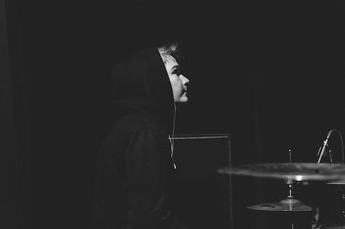 Безкоштовне стокове фото на тему «барабанна установка, вид збоку, інструмент, мікрофон»