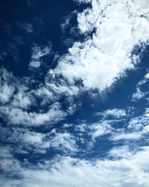 Бесплатное стоковое фото с голубое небо, облака