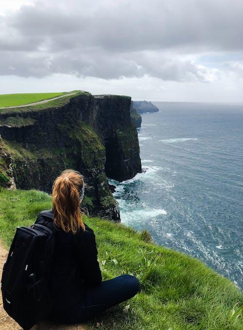 açık hava, ada, çim, deniz içeren Ücretsiz stok fotoğraf