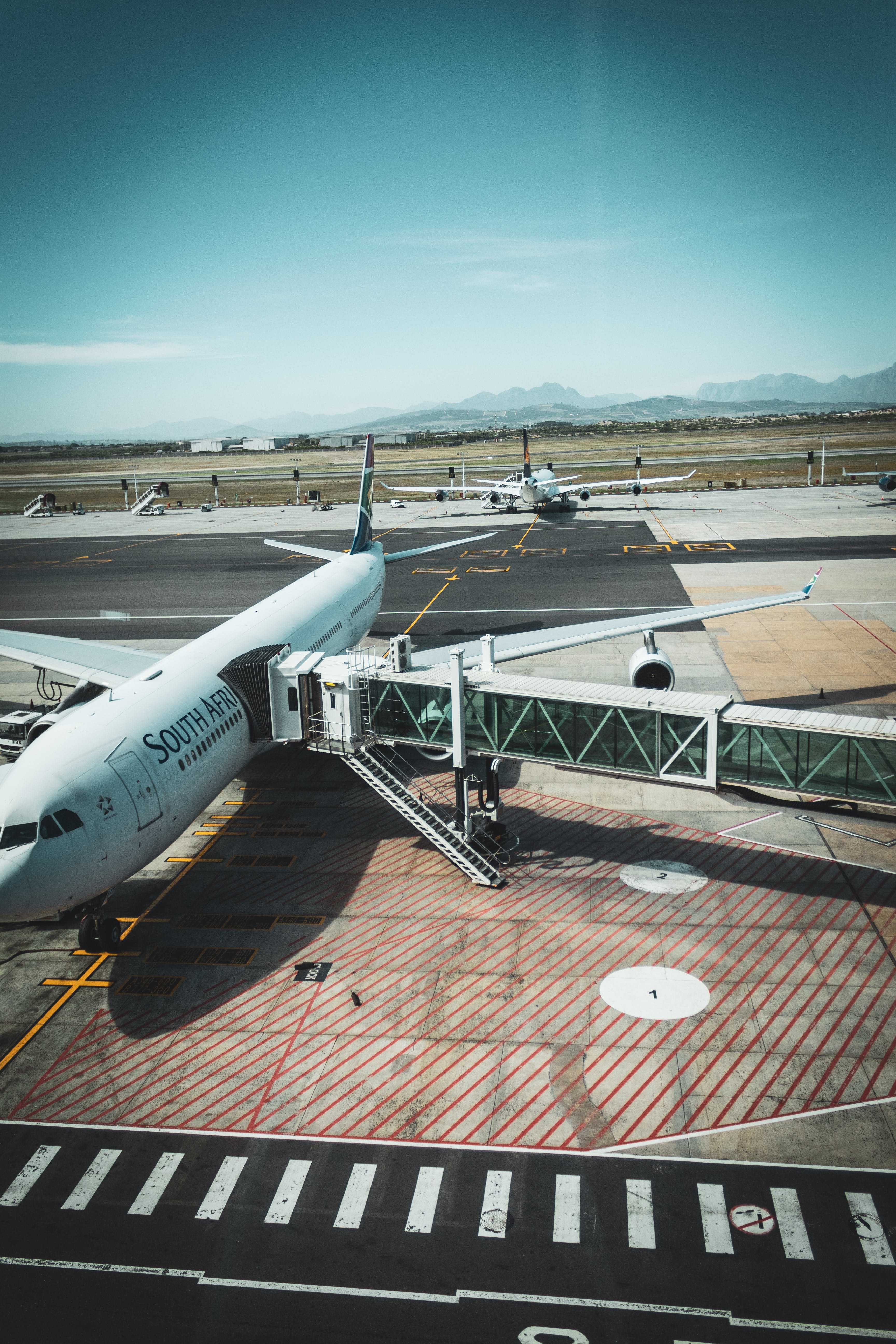 Free stock photo of 747, airplane, airport, boarding