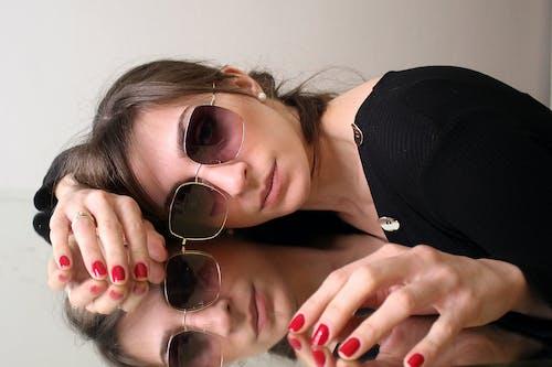 Foto profissional grátis de atraente, espelho, fêmea, modelo