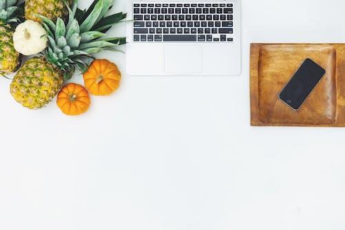 Δωρεάν στοκ φωτογραφιών με apple, copy space, desktop, flatlay