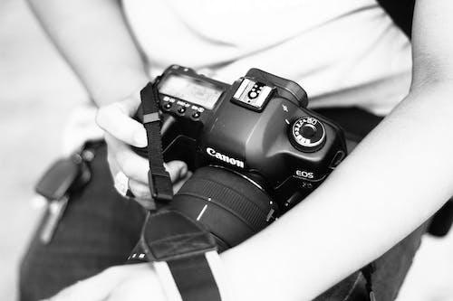 黑色佳能單反相機