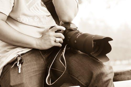 Gratis arkivbilde med canon, digitalt speilreflekskamera, gate, hånd