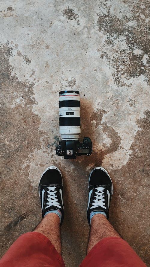 Fotobanka sbezplatnými fotkami na tému Canon, človek, fotoaparát, fotografické vybavenie