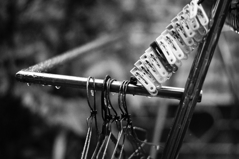 bw, ムーディー, 洗濯物, 白黒の無料の写真素材
