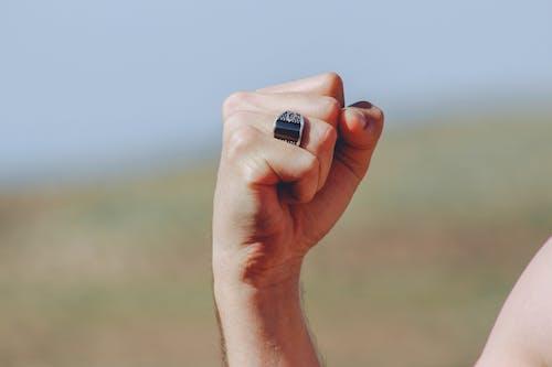 Ingyenes stockfotó divat, elmosódott háttér, gyűrű, kéz témában