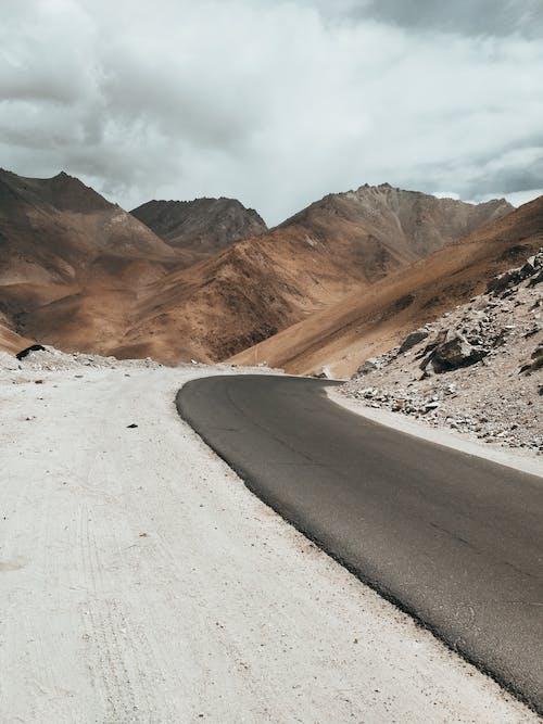 Foto d'estoc gratuïta de àrid, asfalt, autopista, carretera