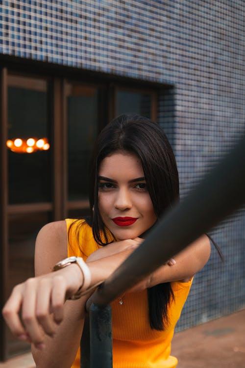 Gratis arkivbilde med ansiktsuttrykk, asiatisk kvinne, bruke, dagslys