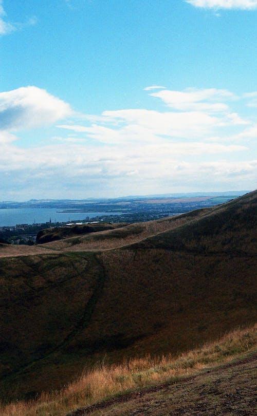 Kostenloses Stock Foto zu bäume, berg, bewölkt, blauer himmel