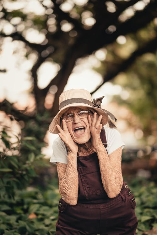 Fotos de stock gratuitas de anciano, bonito, desgaste, disfrute
