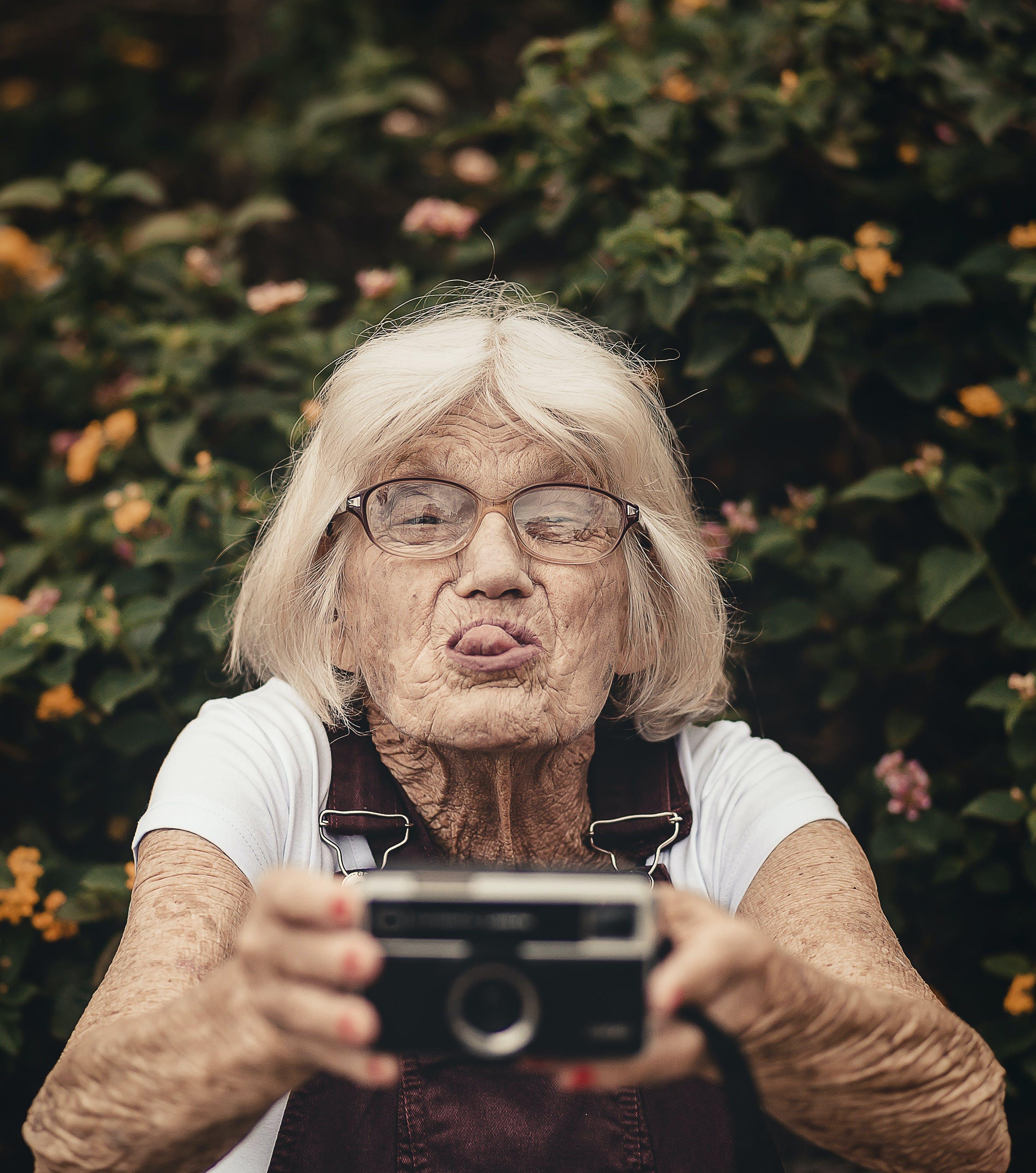 Foto d'estoc gratuïta de ancià, ancians, arrugues, autofoto
