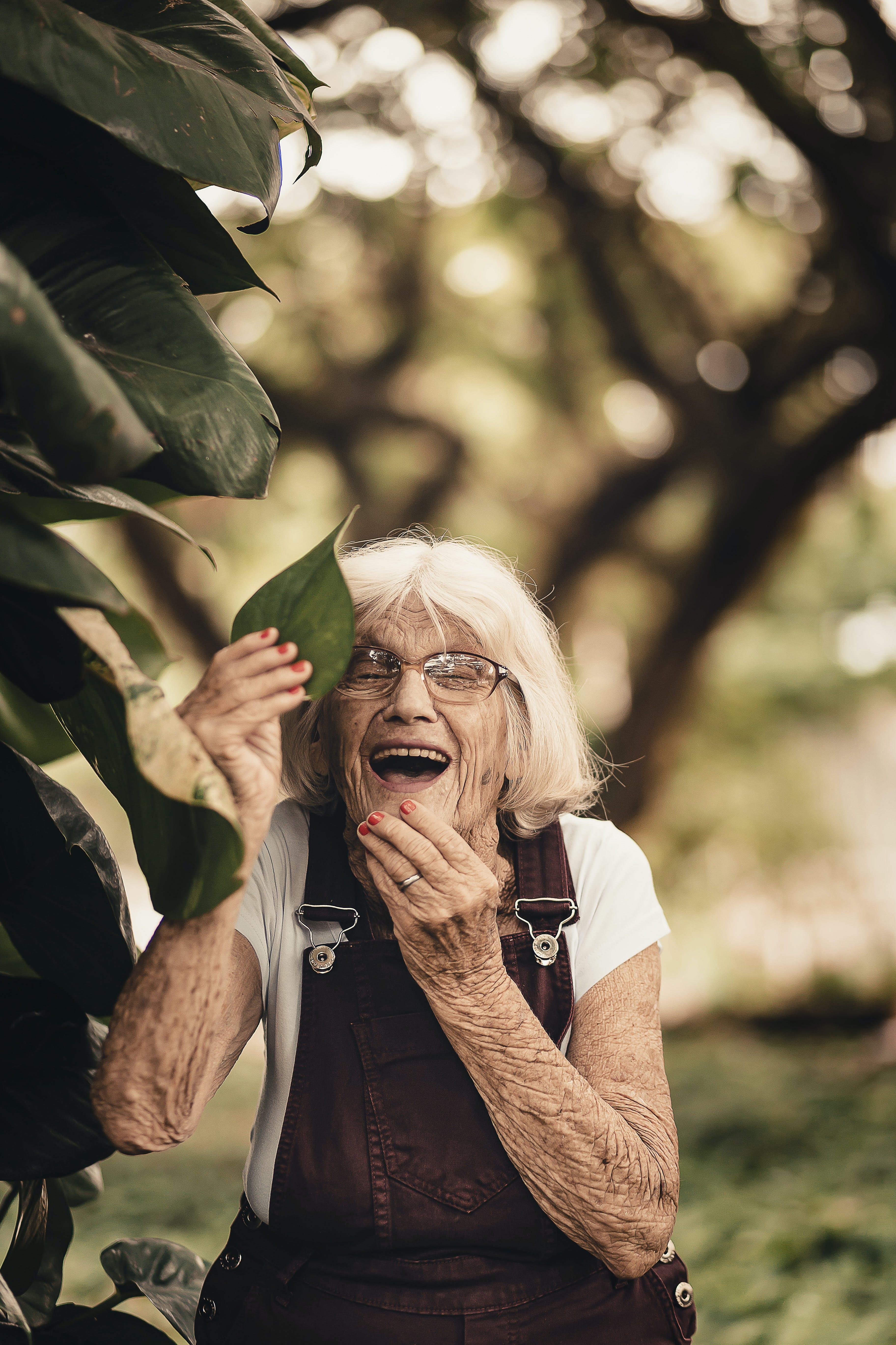 Δωρεάν στοκ φωτογραφιών με γέλιο, γέρος, γλυκούλι, γυαλιά