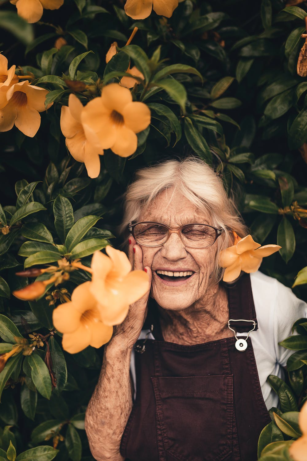 Old woman smiling | Photo: Pexels