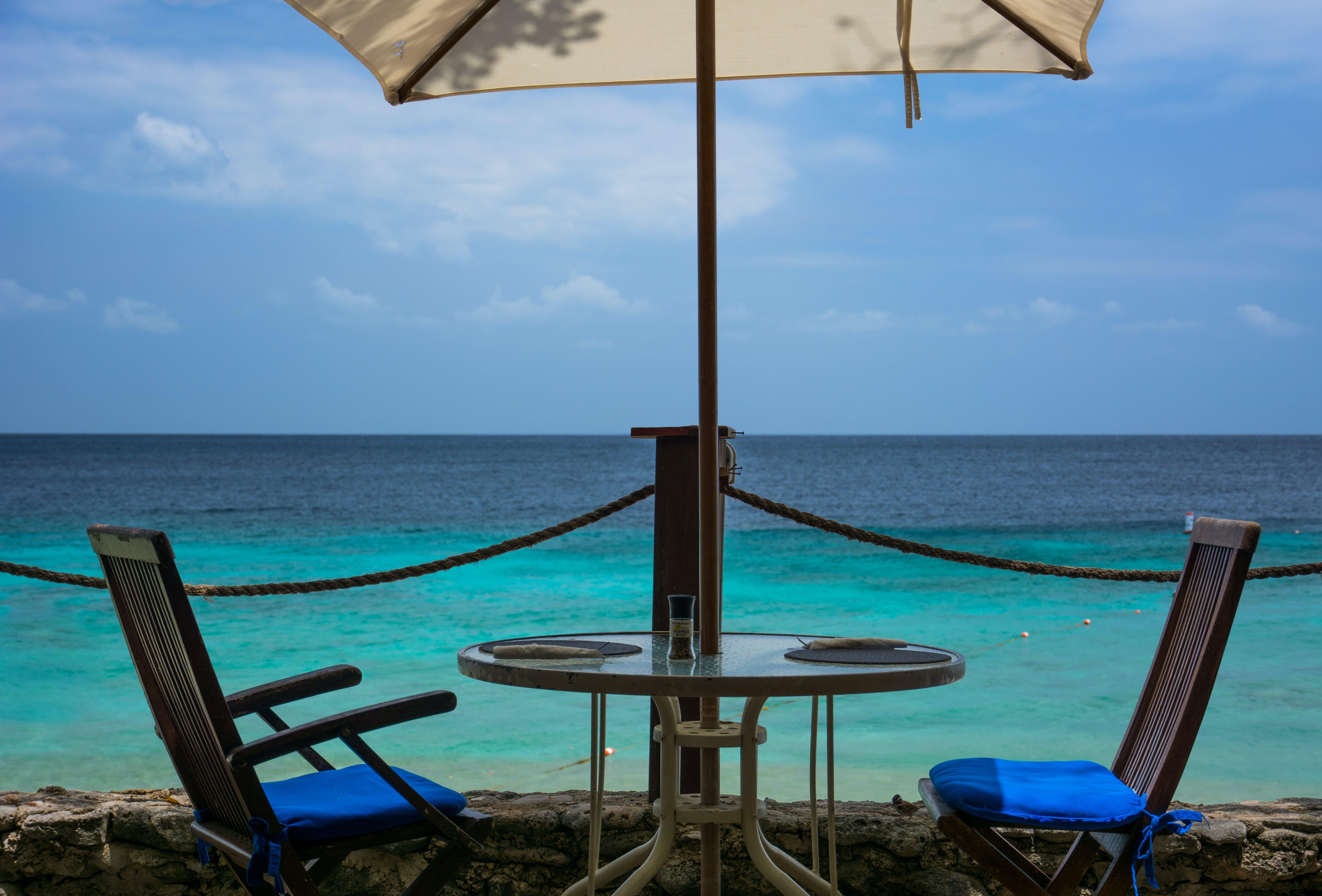 Gratis lagerfoto af ferie, hav, parasol, pladser