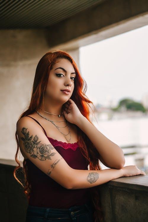 Immagine gratuita di capelli rossi, carino, donna, donna bellissima