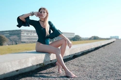 Fotobanka sbezplatnými fotkami na tému blondína, fotenie, kombinéza, krásna