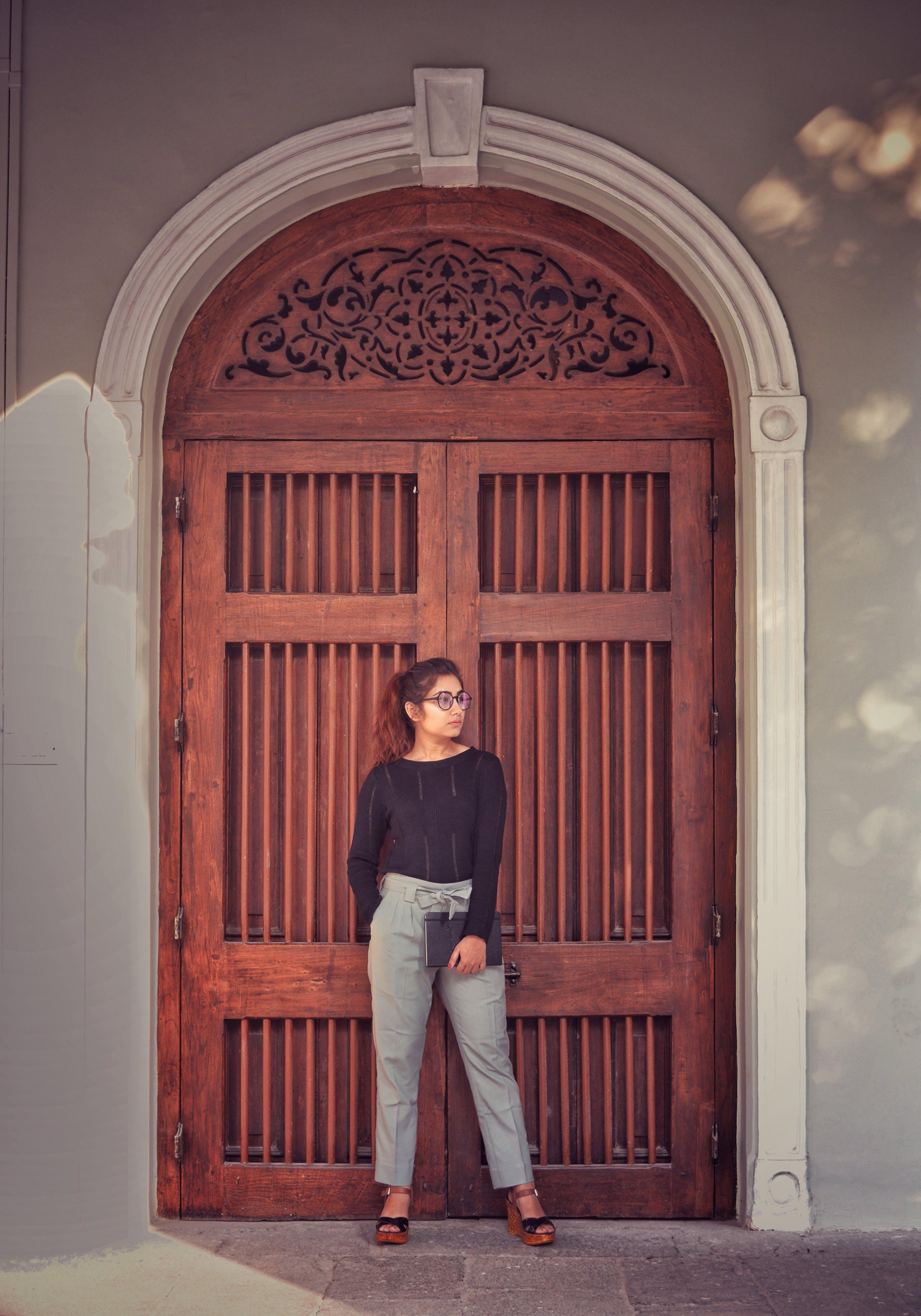 Foto d'estoc gratuïta de adult, arc, arquitectura, de fusta