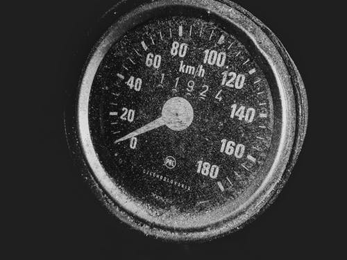 Foto stok gratis hitam dan putih, penghitung kecepatan, pengukur, speedometer
