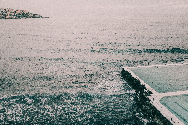 Foto profissional grátis de água, beira-mar, cais, céu