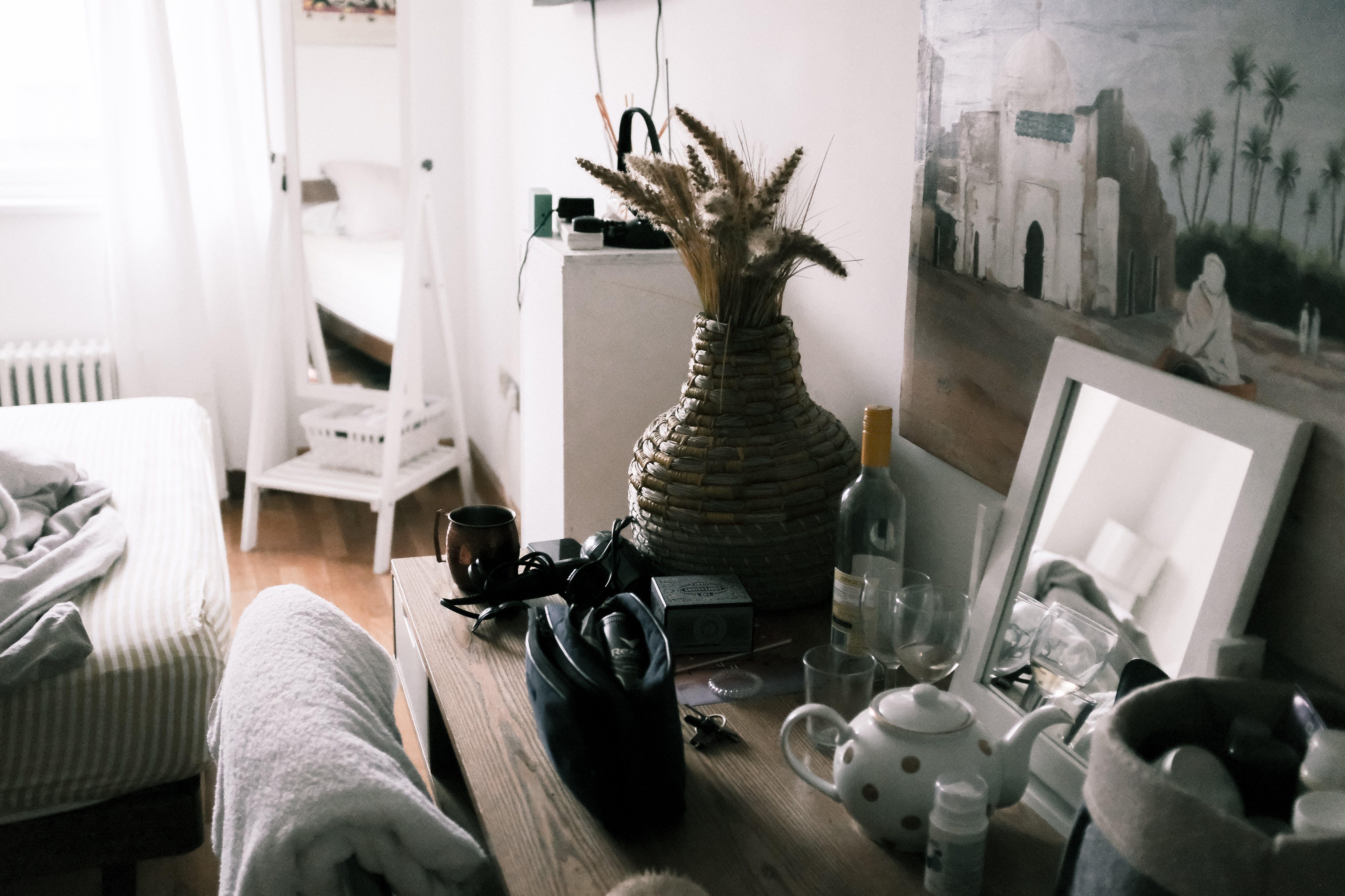 Безкоштовне стокове фото на тему «інтер'єр, віддзеркалення, ваза, всередині»
