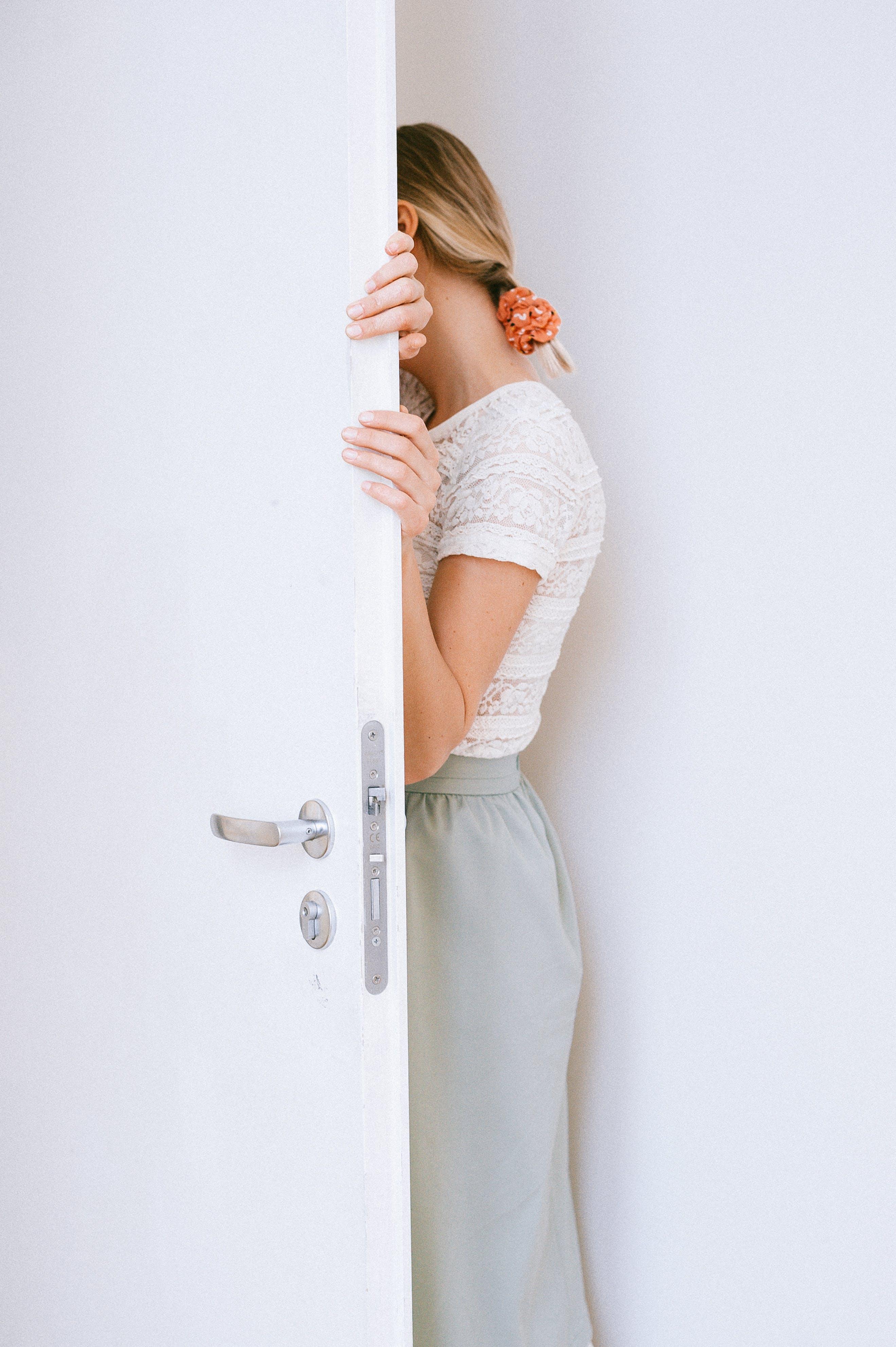 คลังภาพถ่ายฟรี ของ คน, ท่าทาง, นางแบบ, ประตู