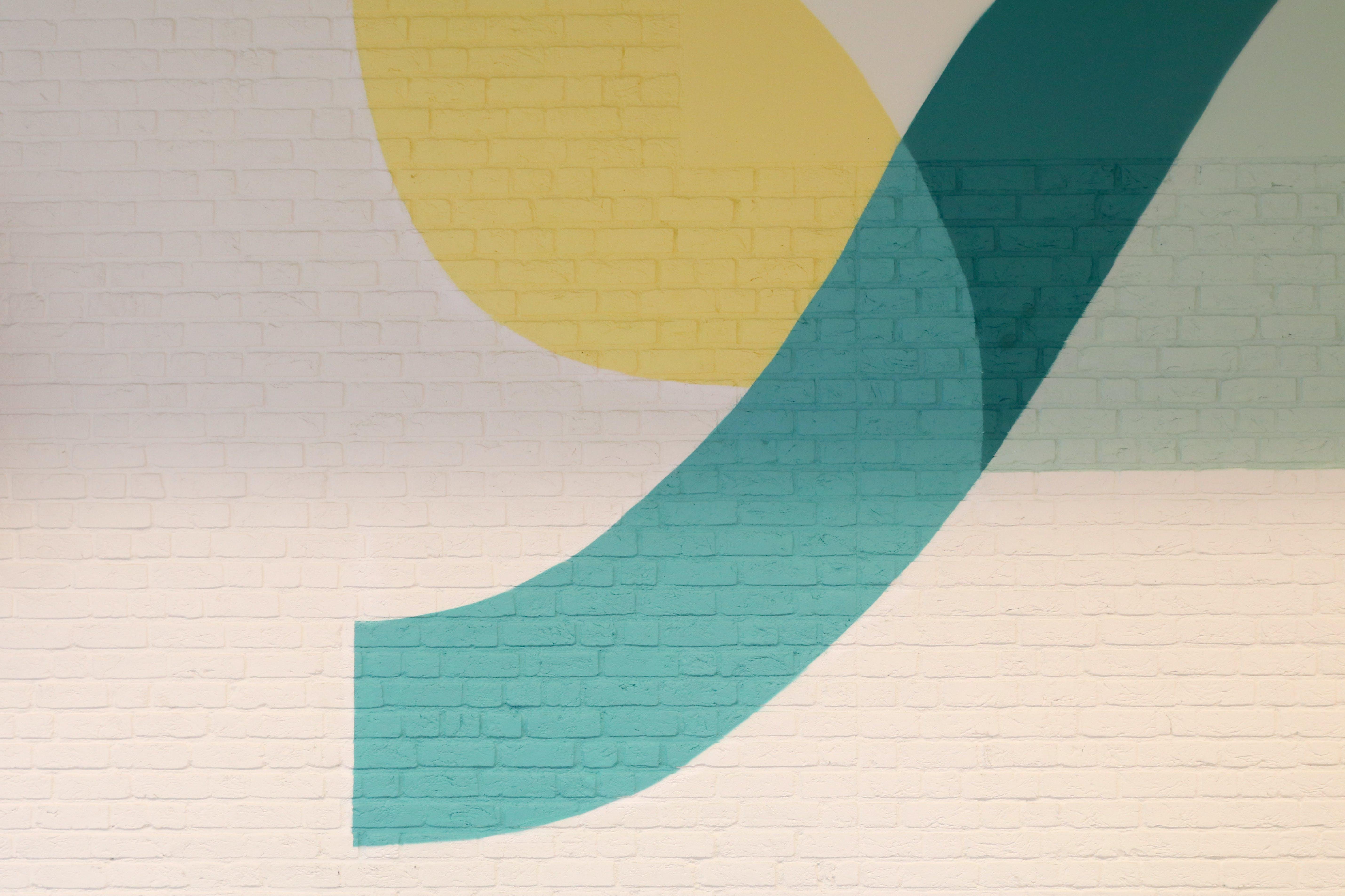 Kostenloses Stock Foto zu abstrakt, backsteinmauer, bemalte wand, cyan