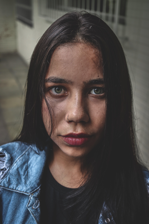 Základová fotografie zdarma na téma brunetka, dívání, focení, hezký