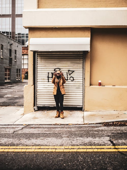 Kostenloses Stock Foto zu asphalt, black male, bürgersteig, fashion
