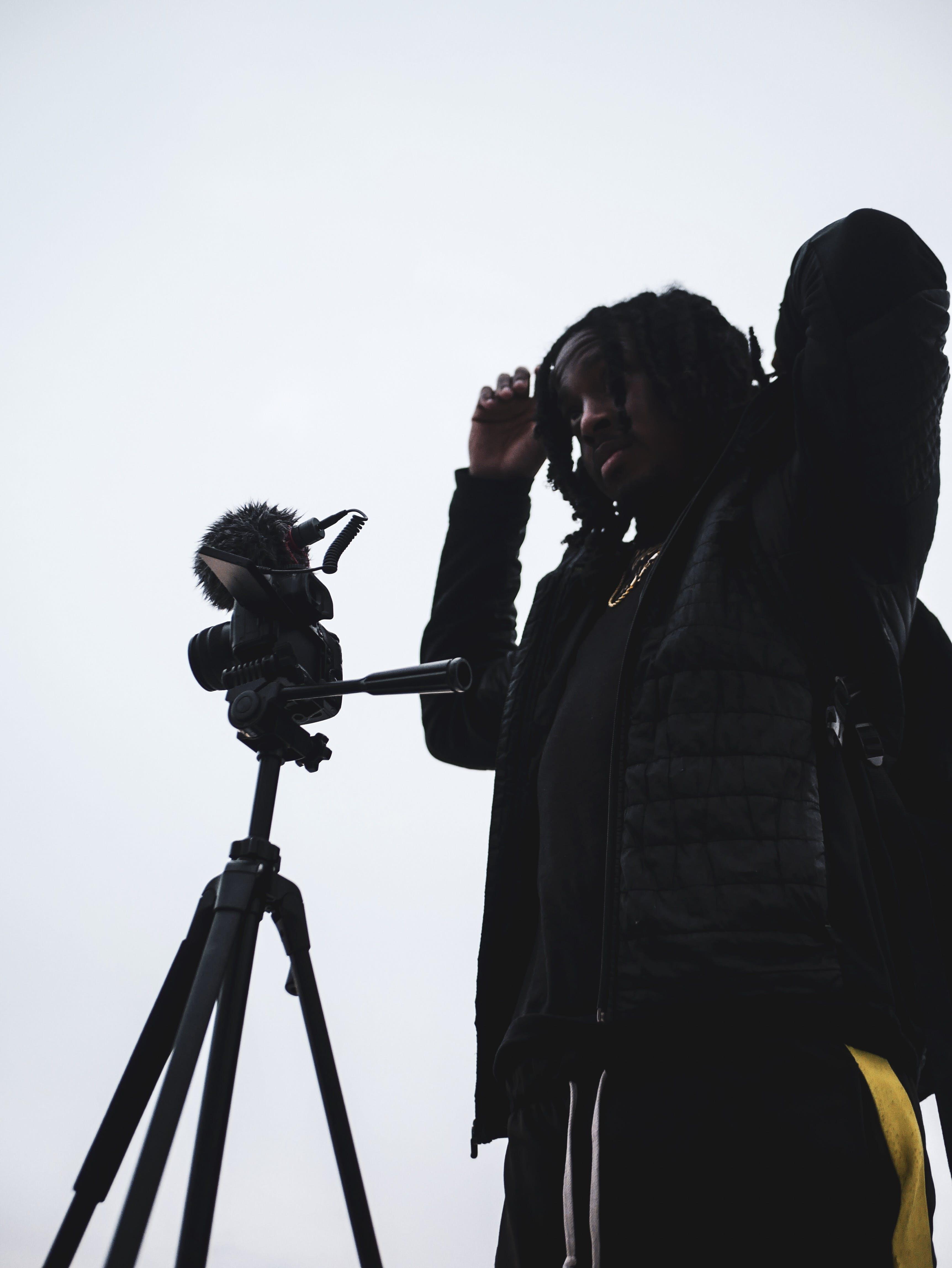 Бесплатное стоковое фото с дневной свет, камера, линза, мужчина