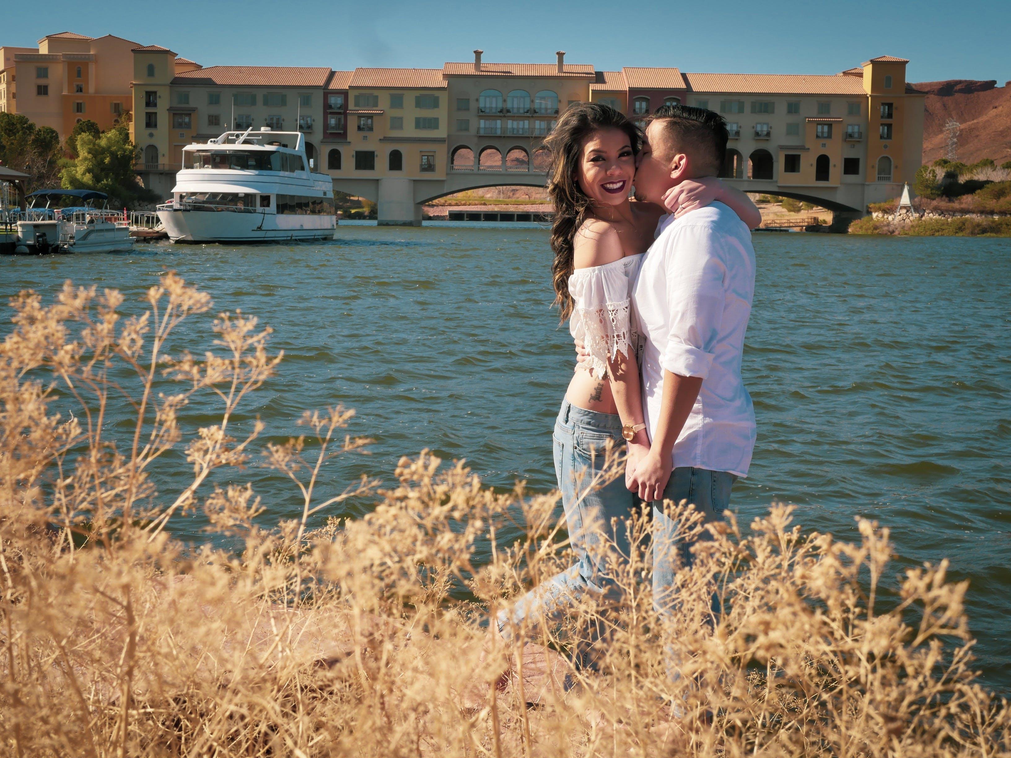 Foto stok gratis air, cinta, jembatan, kaum wanita