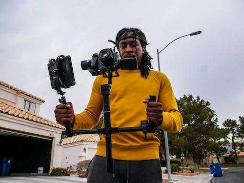 Безкоштовне стокове фото на тему «афроамериканський чоловік, камера, кінооператор, людина»
