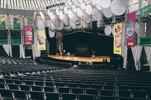 Photos gratuites de auditoire, chaises, lieu, places