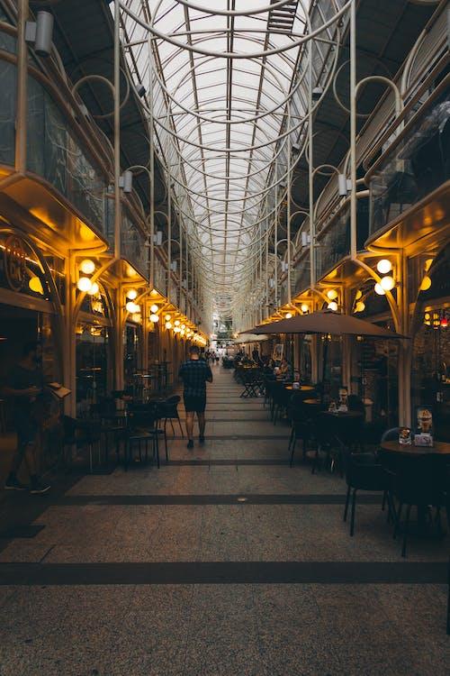 Foto stok gratis Arsitektur, cahaya, dalam ruangan, komersial