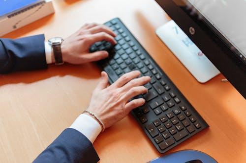 Photos gratuites de à l'intérieur, bureau, clavier, connexion
