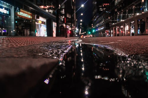 Foto d'estoc gratuïta de Aigües tranquil·les, carrer, llums de la ciutat, Londres