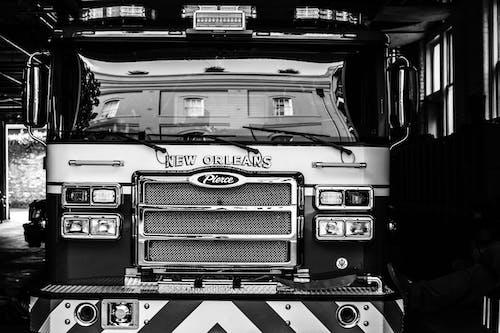 Foto d'estoc gratuïta de blanc i negre, camió de bombers, foc, nofd
