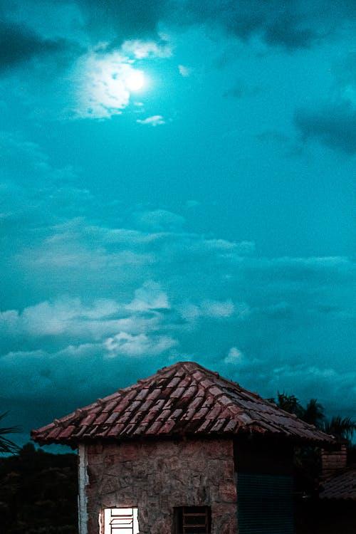 Foto profissional grátis de anoitecer, azul-celeste, céu, lua cheia