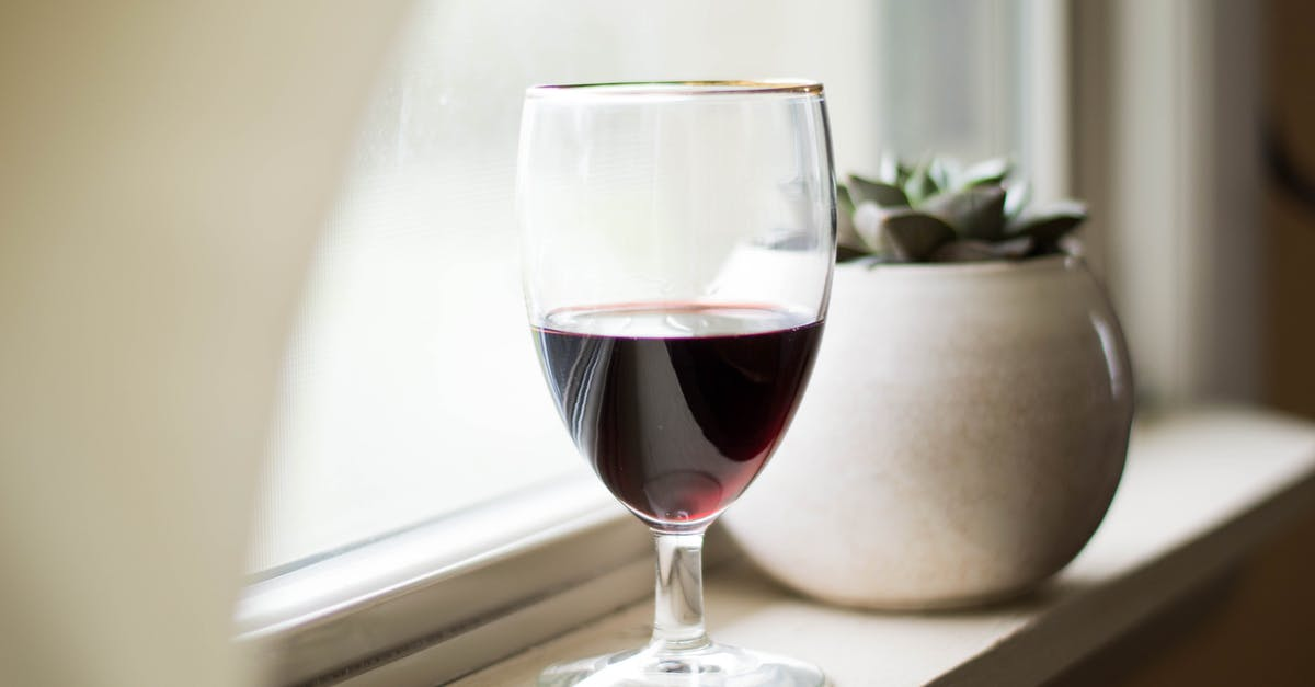 Картинка со стаканом вина