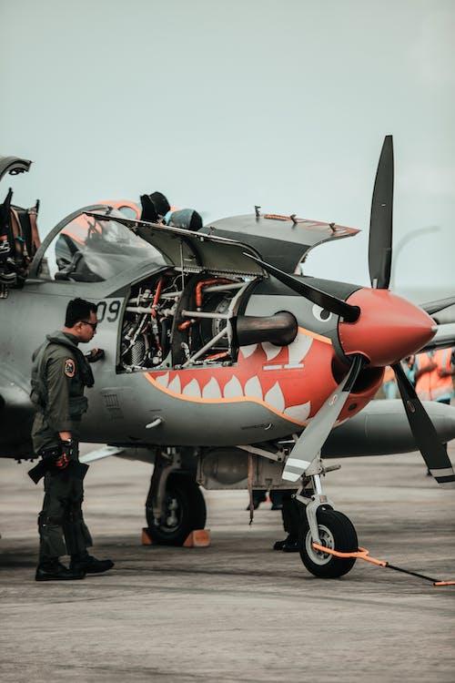 Gratis arkivbilde med flyplass, kjøretøy, luftfart, luftforsvaret