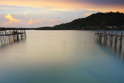 反射, 太陽, 山, 平靜的水面 的 免費圖庫相片