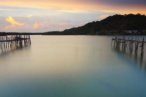 Fotos de stock gratuitas de agua, aguas calmadas, amanecer, embarcadero