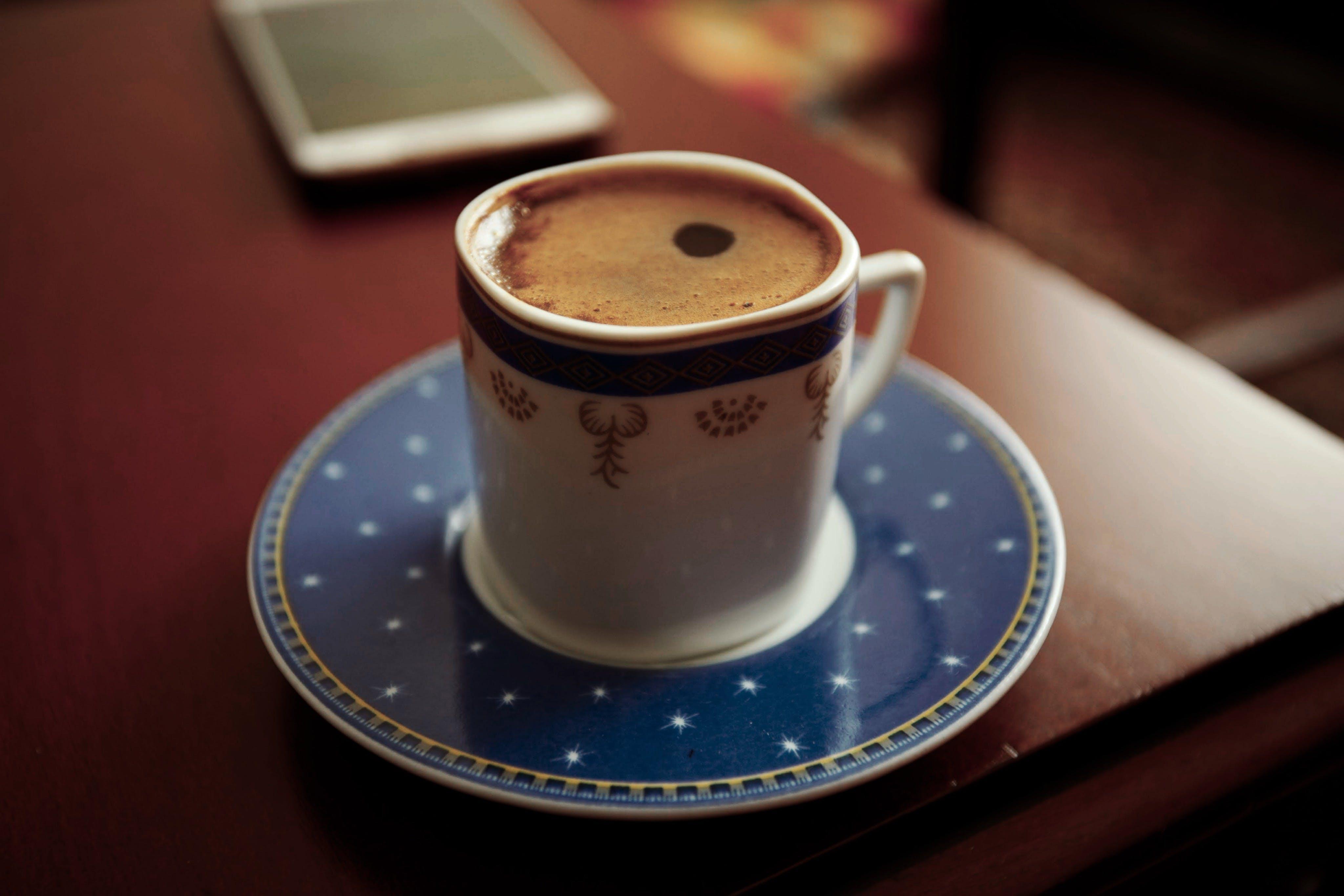 Foto profissional grátis de bebida, café, cafeína, caneca