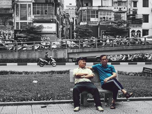 Kostnadsfri bild av bästa vän, gammal man, gammal stad, gatuliv