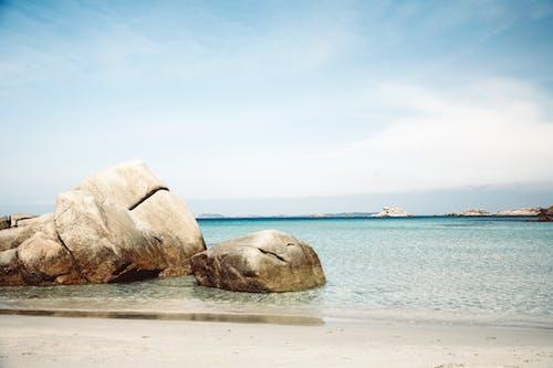 Безкоштовне стокове фото на тему «берег, берег моря, камені, море»