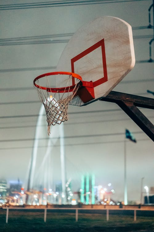 Basket potası, Basketbol, Basketbol sahası içeren Ücretsiz stok fotoğraf